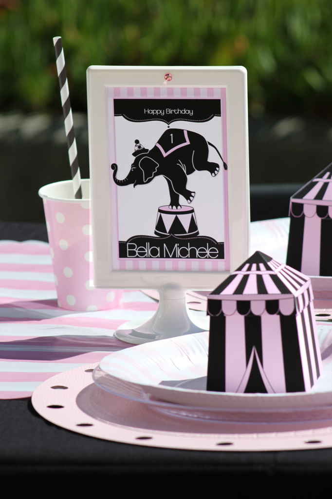 """""""Girly Circus!"""" Budget Chic Table for a Circus Party"""