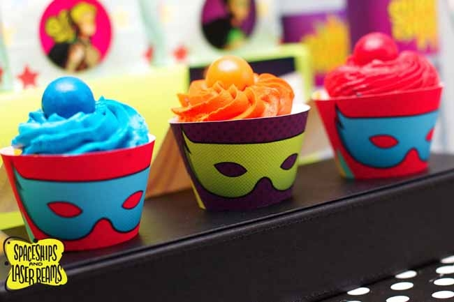 superhero-birthday-party-cupcake-ideas-super-hero-dessert-table-10