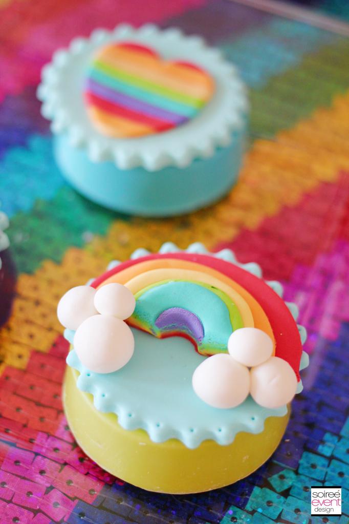 rainbow-fondant-topper-oreos