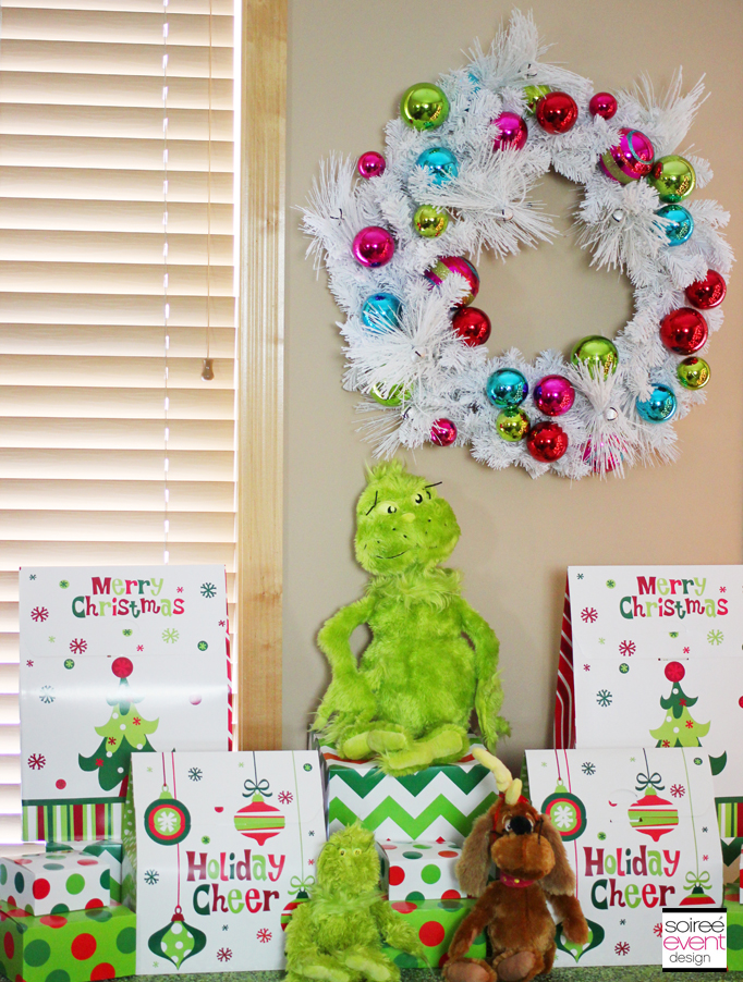 Grinch gift table