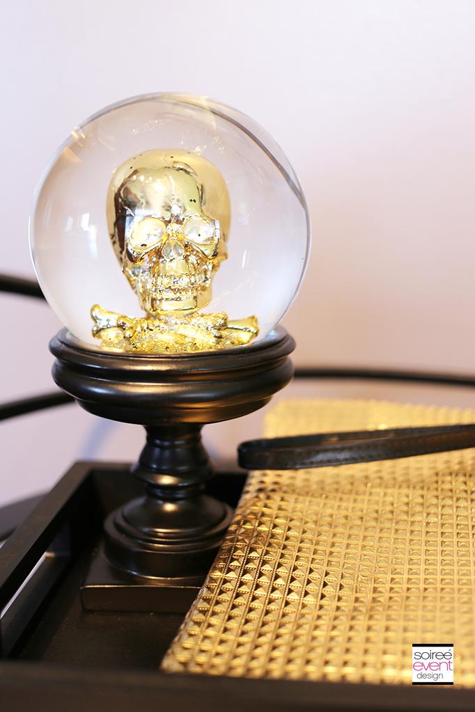 Gold skull snowglobe