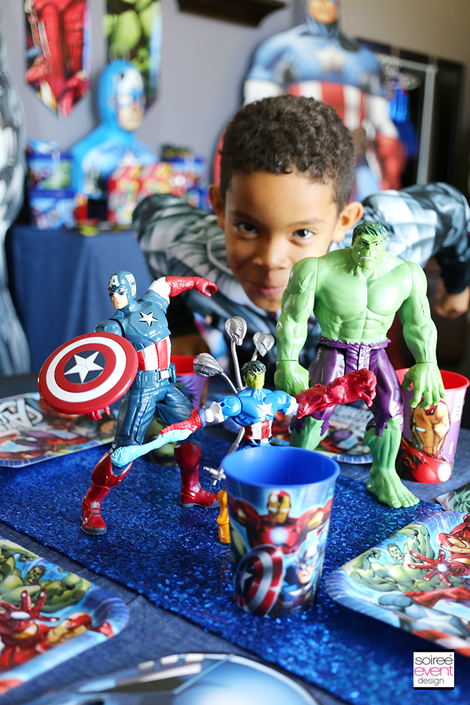 Avengers-Party-Table-Centerpiece