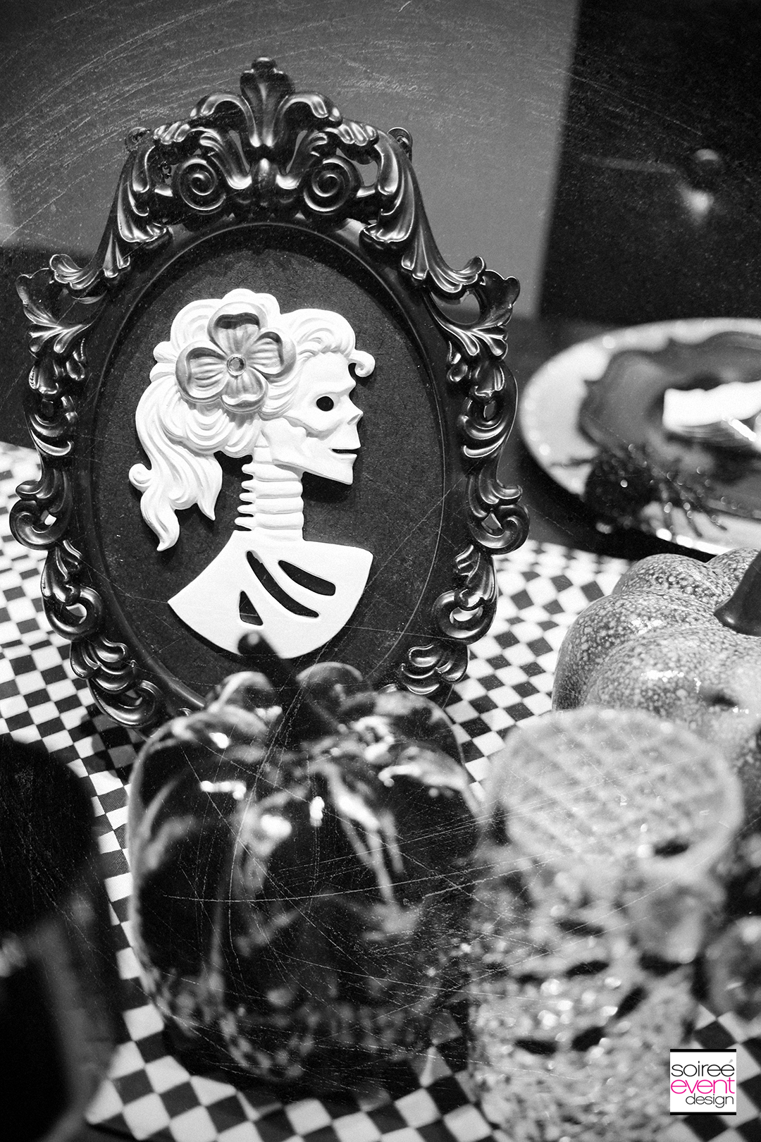black-and-white-halloween-party-decorations