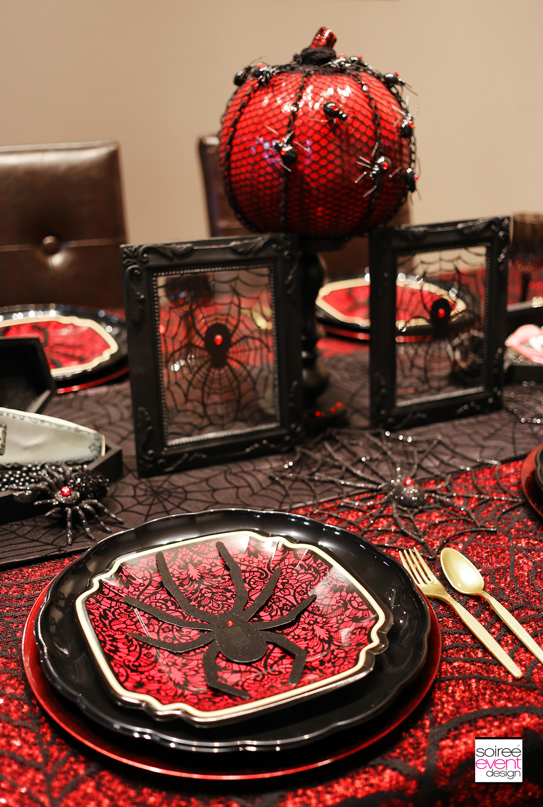 halloween-vampire-party-table