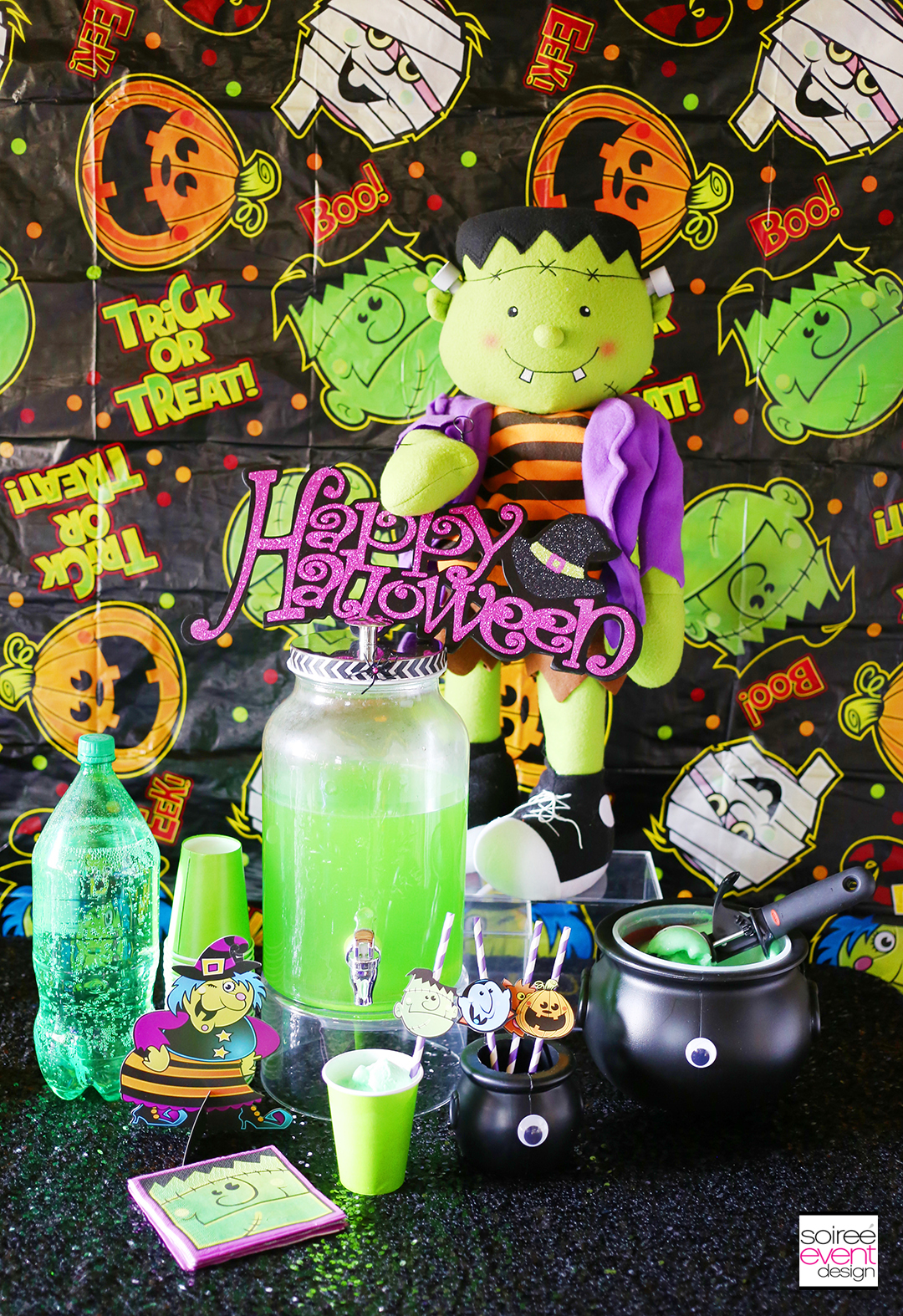 Halloween party drinks, Halloween Party Drink Table