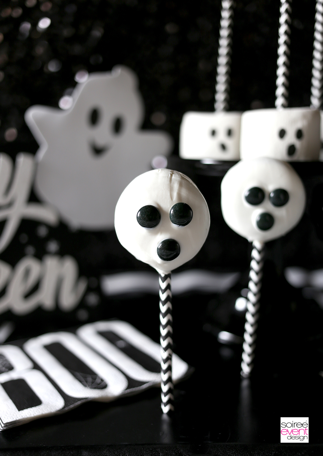 halloween-desserts-ghost-oreo-chocolate-pops