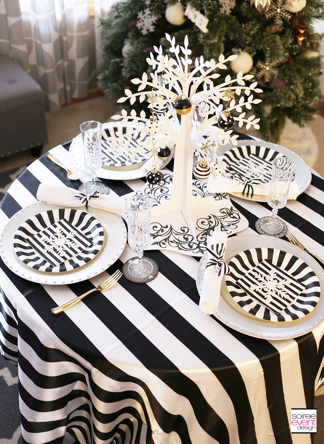 black-and-white-christmas-tablescape-soiree-event-design
