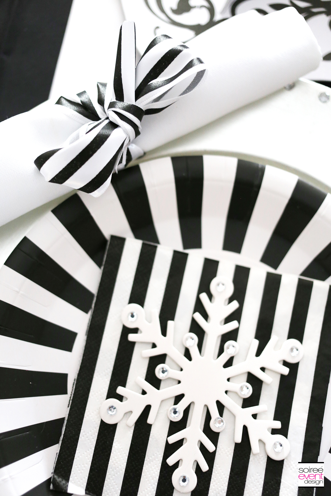 black-and-white-christmas-tablescape-6