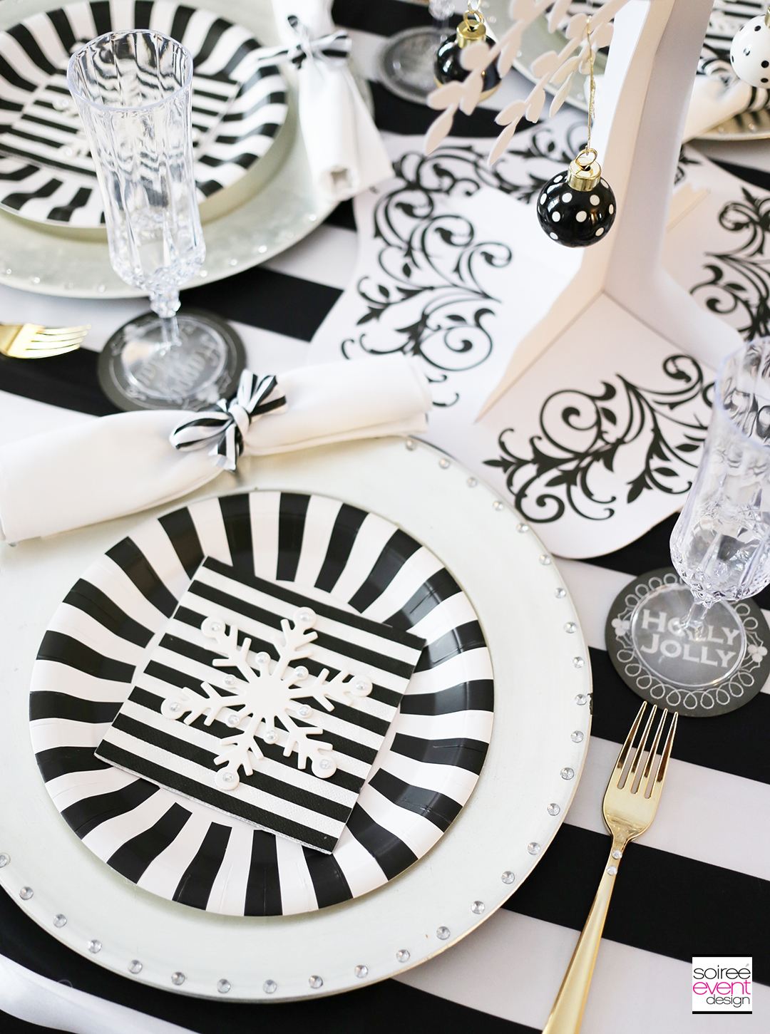 black-and-white-christmas-tablescape-soiree-event-design-3
