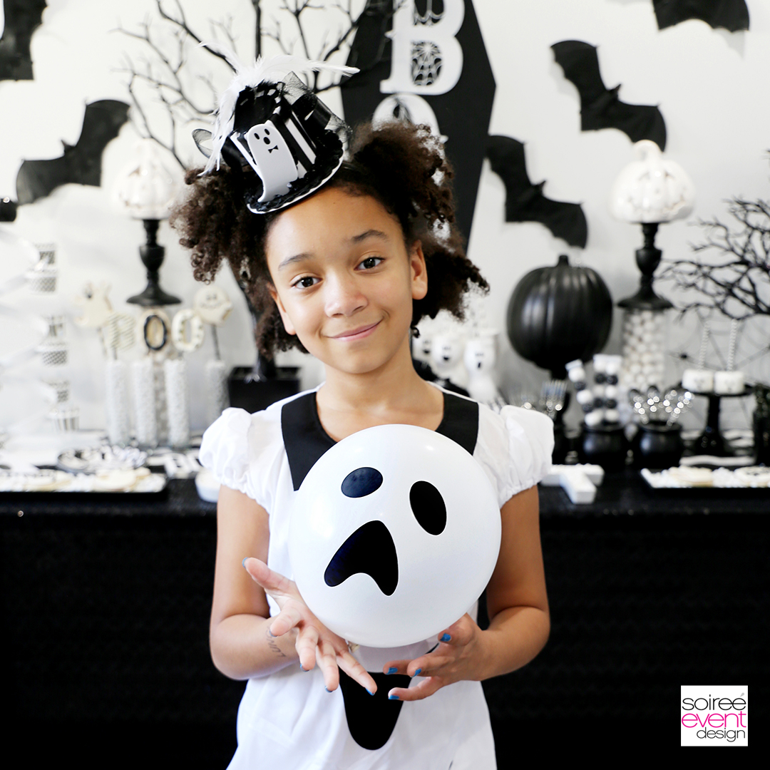 Black and White Halloween party ideas - Ghost Balloons