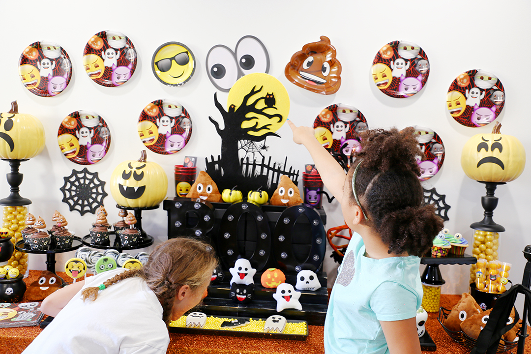 Emoji Halloween party 2