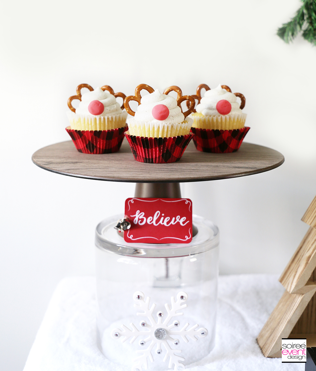 Rudolph Cupcakes on wood cake plate