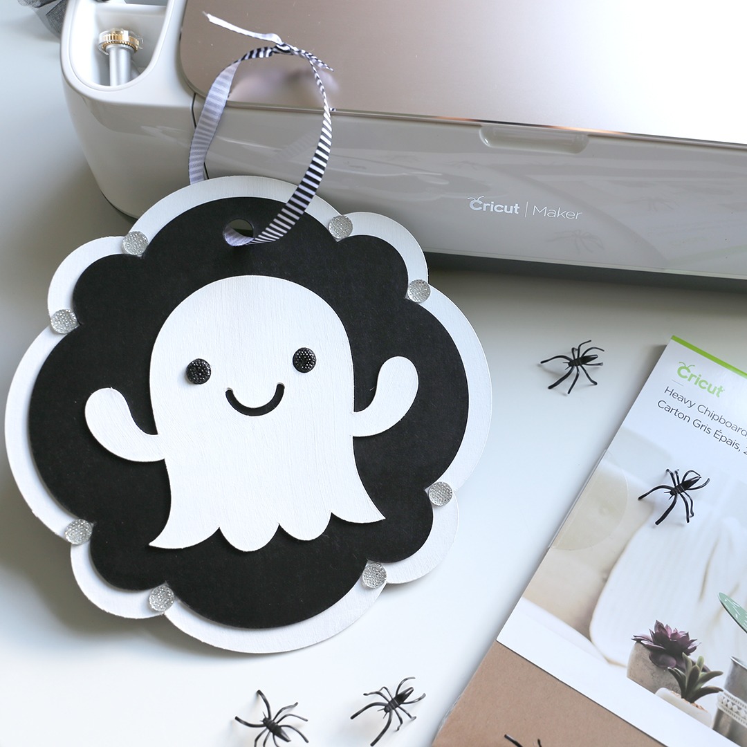 Cricut Halloween Ideas - DIY Ghost Door Sign - Soiree Event Design