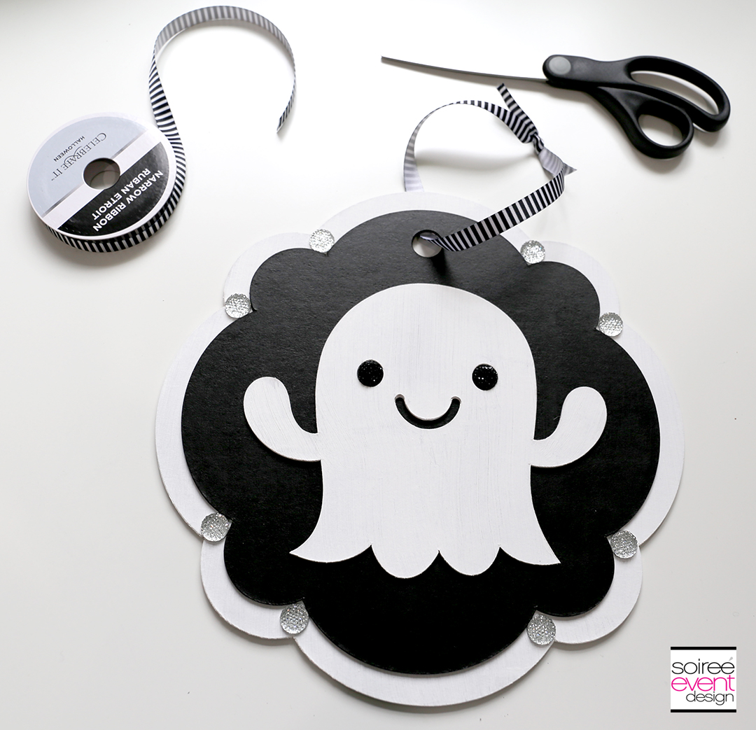 Cricut Halloween Ideas - DIY Ghost Door Sign - Step 11