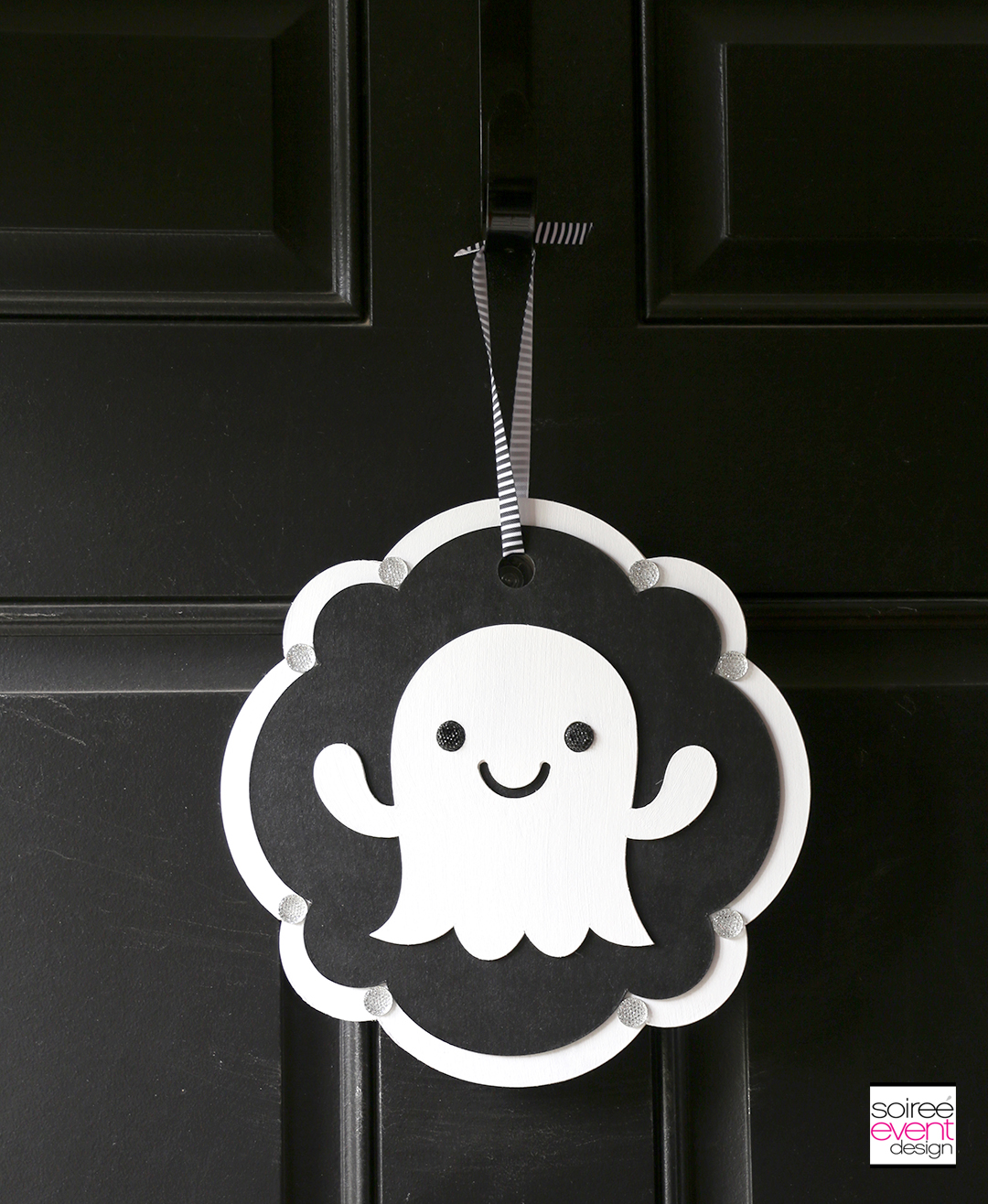 Cricut Halloween Ideas - DIY Ghost Door Sign - Step 12