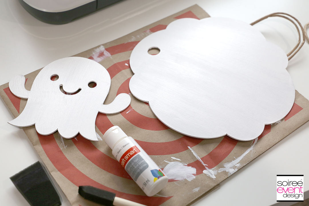 Cricut Halloween Ideas - DIY Ghost Door Sign - Step 8