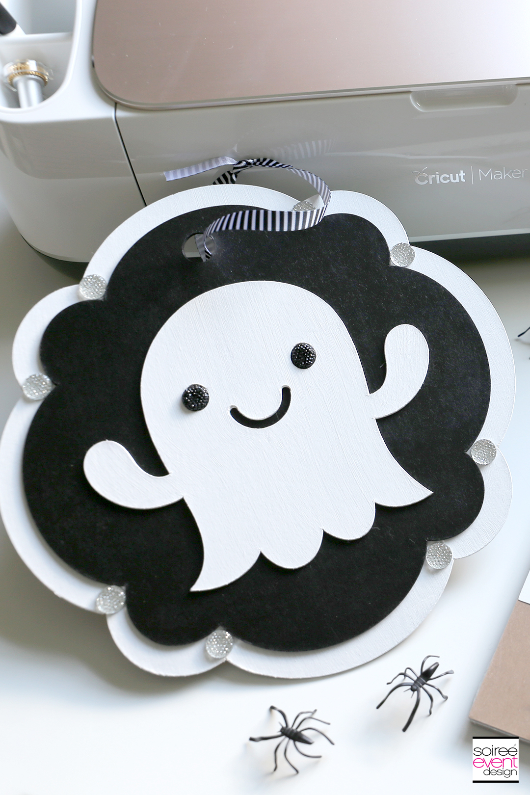 Cricut Halloween Ideas - DIY Halloween Ghost Door Sign