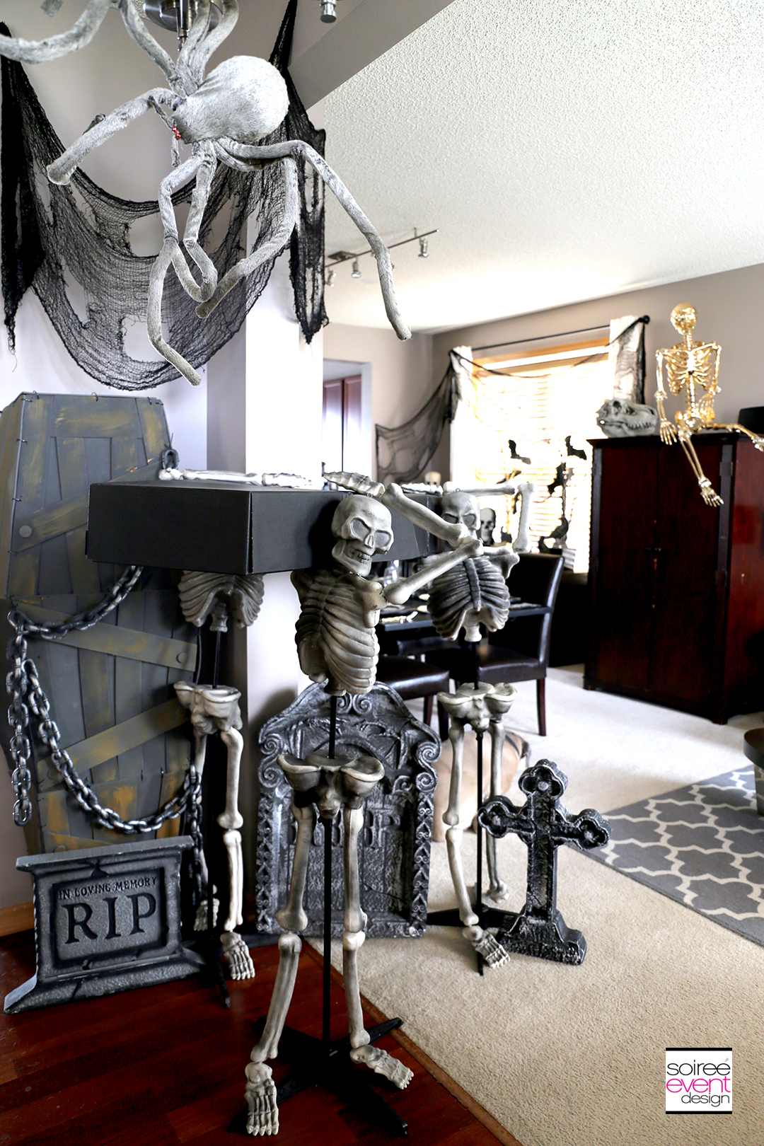 Halloween Entry Decorating Ideas - Skeletons