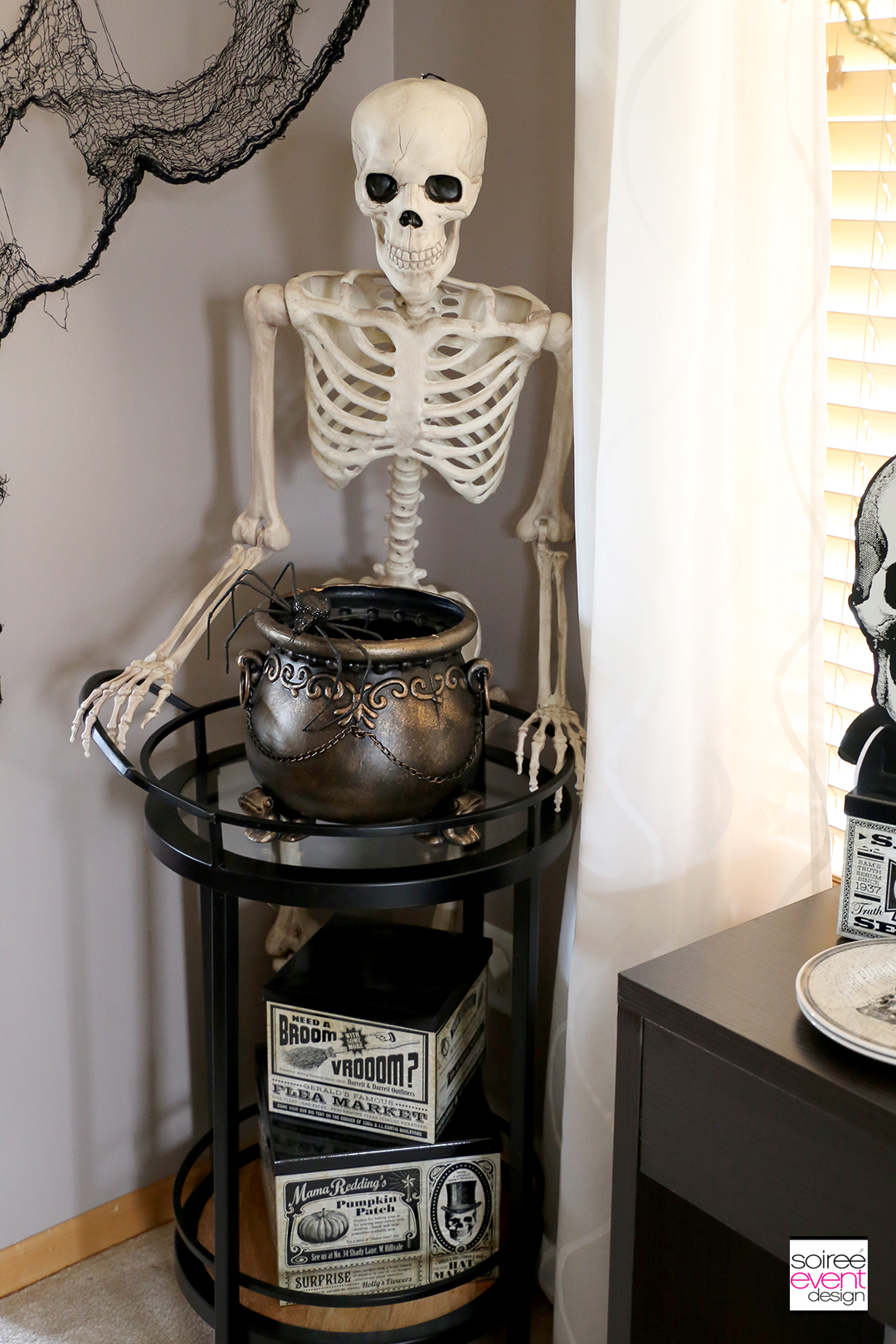 Vintage Halloween Decorating Ideas - full size skeleton