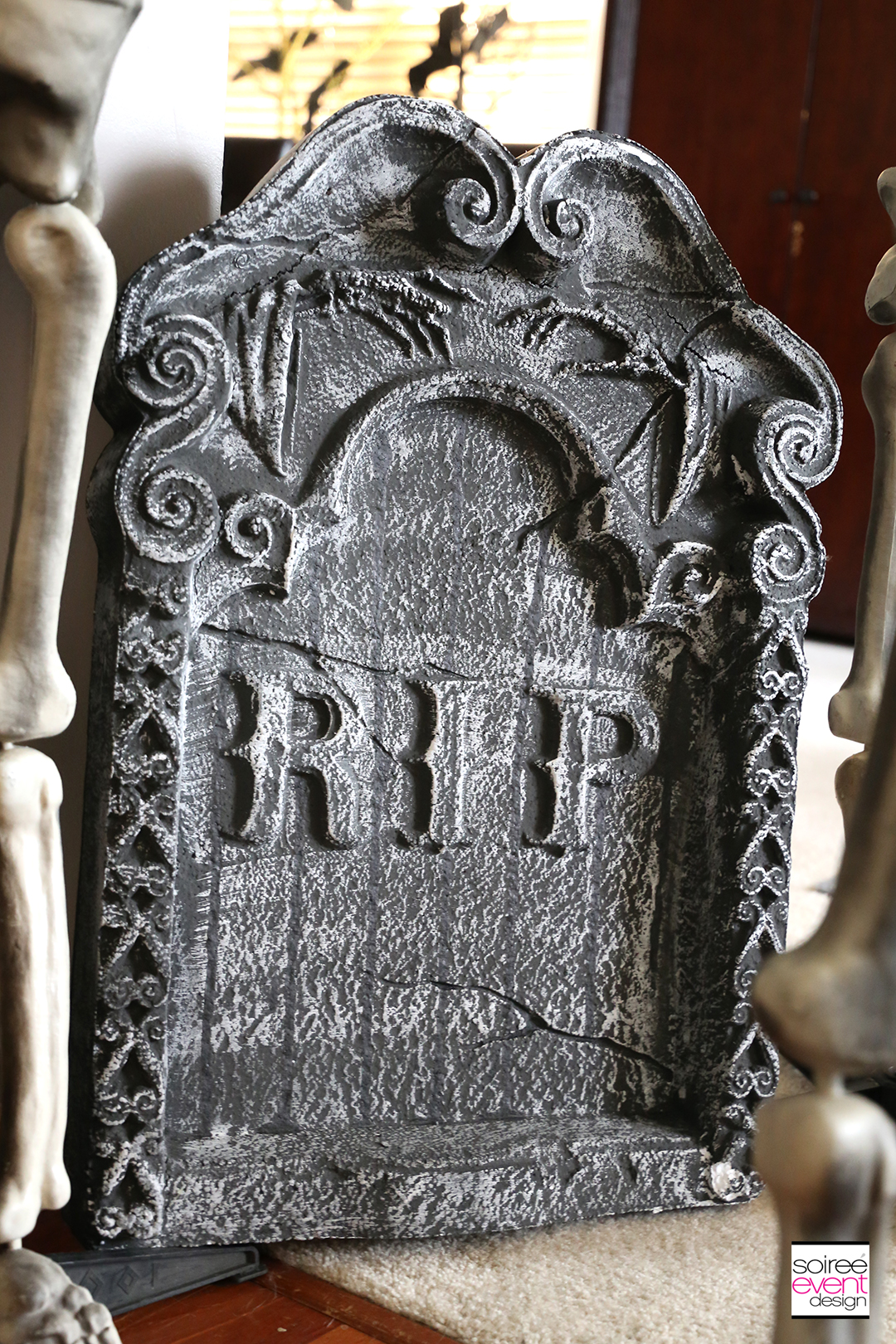 Vintage Halloween Decorating Ideas - tombstone